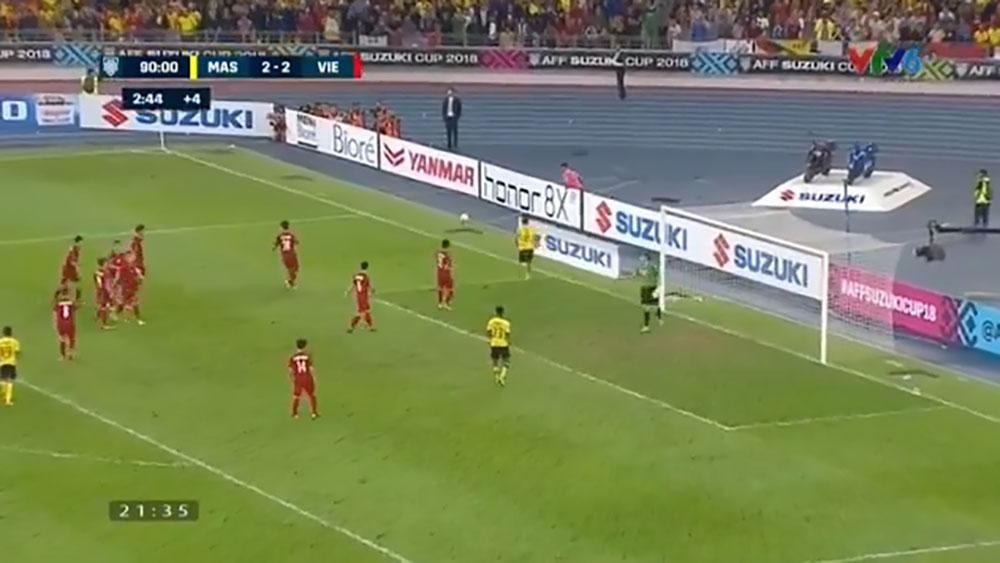 Clip Văn Lâm cản phá xuất sắc pha đá phạt của đội chủ nhà Malaysia