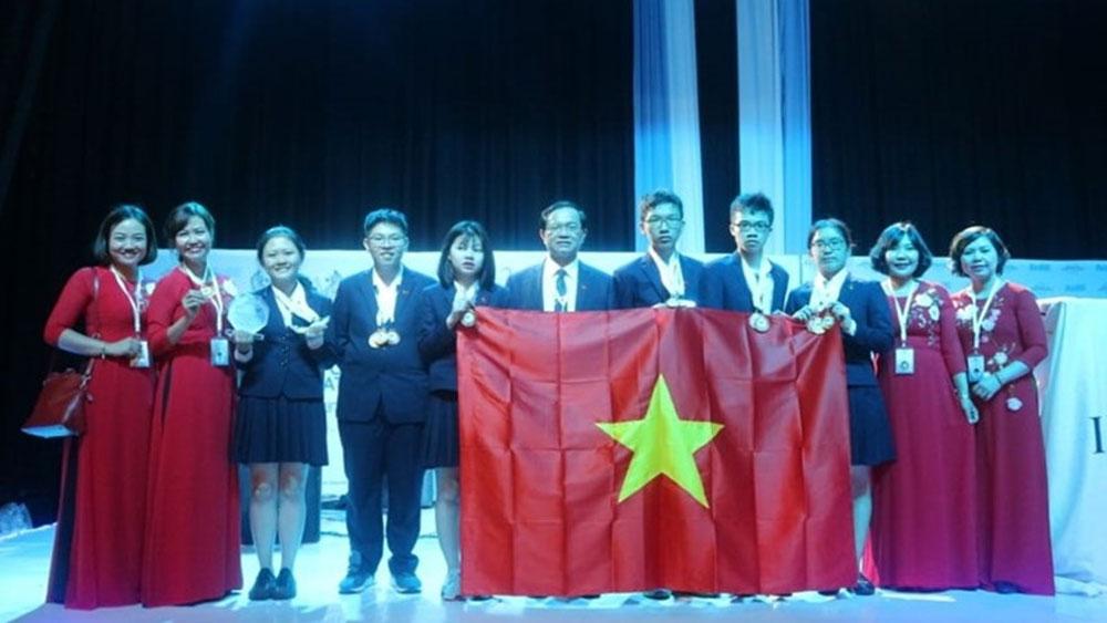 Đoàn học sinh Việt Nam giành thành tích cao tại kỳ thi Khoa học trẻ quốc tế IJSO