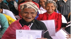 Trao quyết định nhập quốc tịch Việt Nam cho 119 người Lào đang sinh sống tại huyện Hướng Hóa
