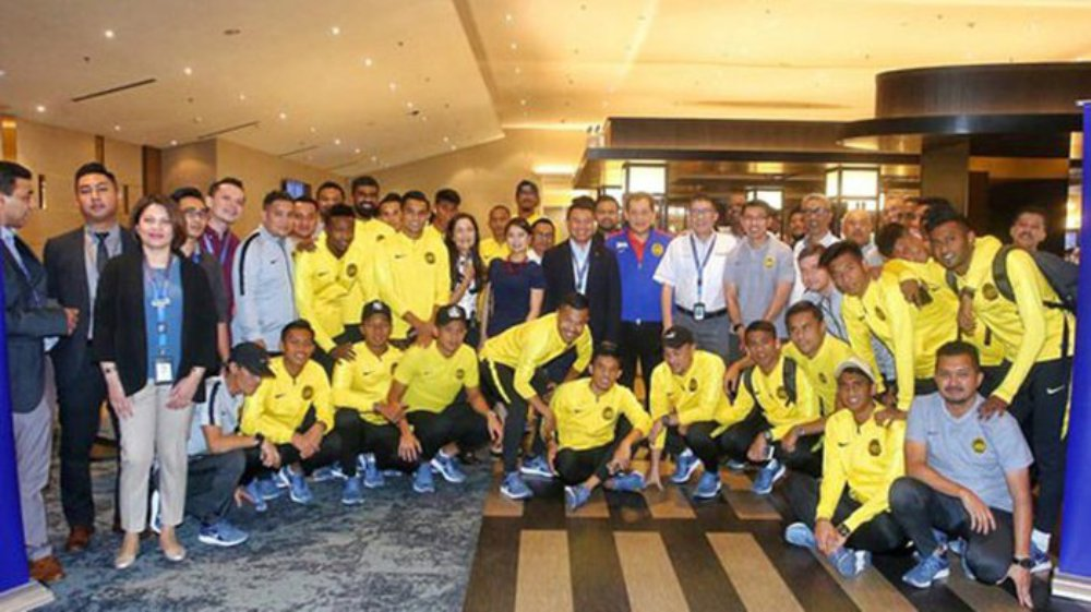 Malaysia đến Hà Nội, chuẩn bị tái đấu chung kết với Việt Nam