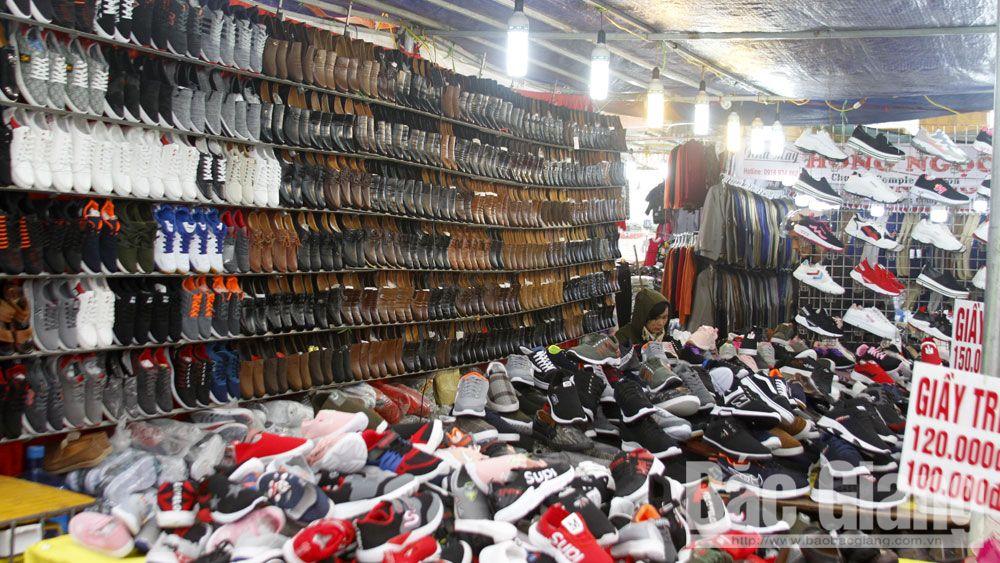 Gần 80 gian hàng tham gia Hội chợ thương mại huyện Việt Yên