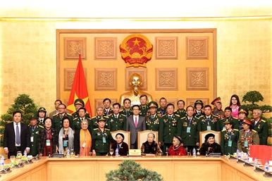 Phó Thủ tướng Vũ Đức Đam gặp mặt các Mẹ Việt Nam Anh hùng, cựu chiến binh toàn quốc