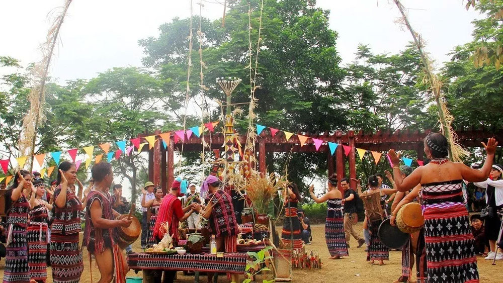 Kon Tum province,  Culture Week, many activities,  cultural activities,  ethnic groups,  gong dances, traditional costumes and cuisine