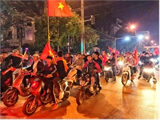 Người hâm mộ Bắc Giang xuống đường mừng chiến thắng của đội tuyển Việt Nam