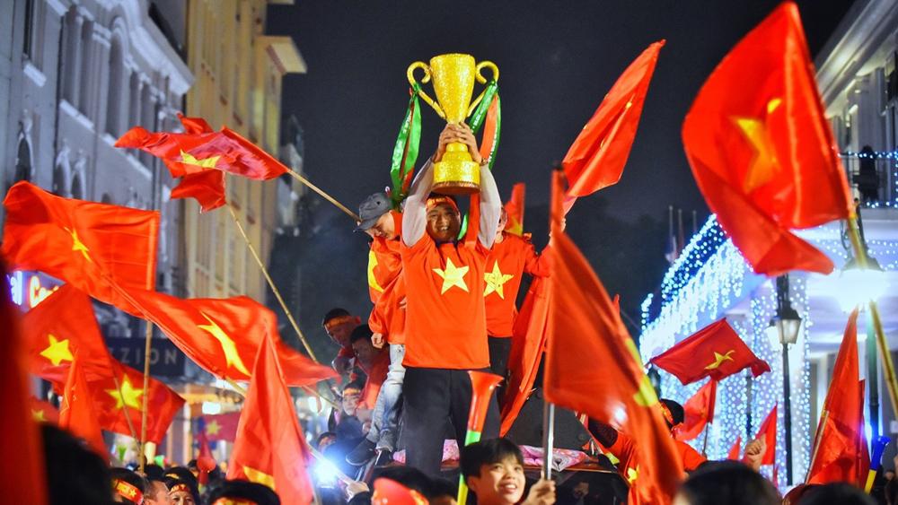 Triệu người xuống đường mừng tuyển Việt Nam vô địch AFF Cup 2018