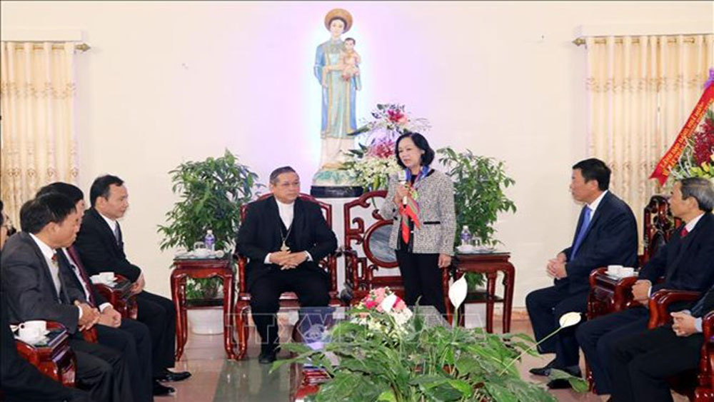 Truong Thi Mai, Party Central Committee's Commission for Mass Mobilisation, Christmas greetings, Catholic dignitaries and followers