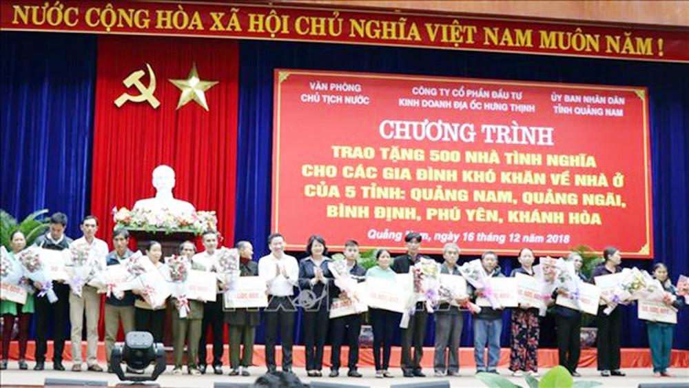 500 poor families, new houses, disadvantaged families, Quang Nam, Quang Ngai, Binh Dinh, Phu Yen, Khanh Hoa, financial support, Hung Thinh Land JSC, Vice President Dang Thi Ngoc Thinh, charity