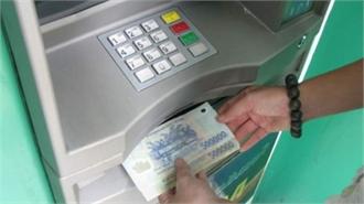 """""""Nữ quái"""" trộm tiền từ thẻ ATM của bạn"""