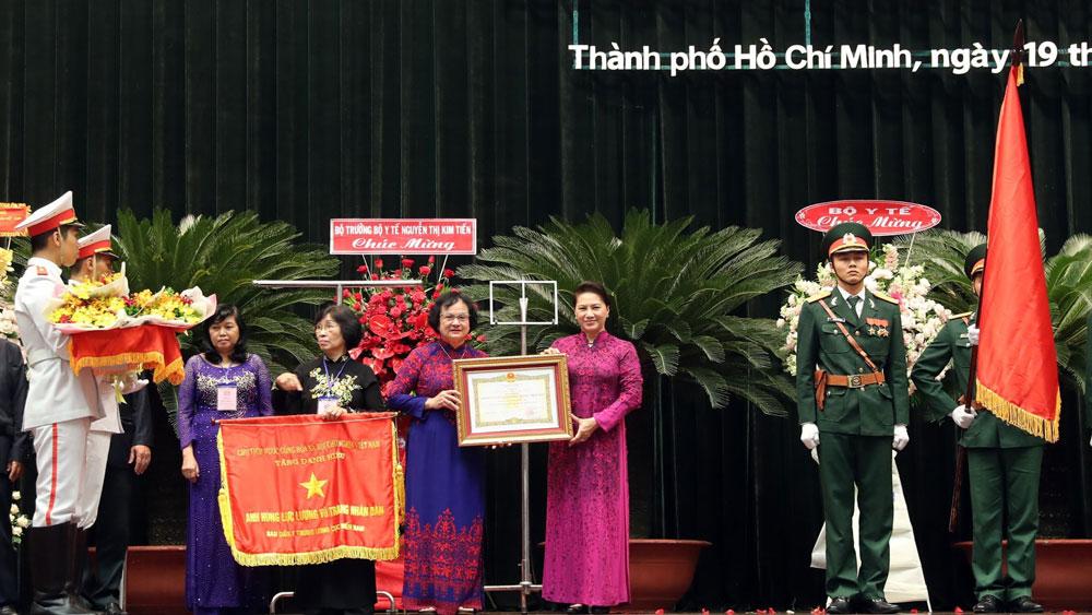Chủ tịch Quốc hội Nguyễn Thị Kim Ngân dự Lễ đón nhận danh hiệu Anh hùng LLVTND cho Ban Dân Y Trung ương cục miền Nam