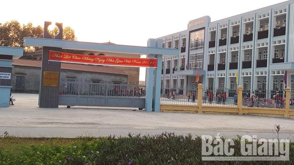 Trường Tiểu học xã Tân Tiến, Thành phố Bắc Giang, Cô giáo bị tố đánh học sinh, học sinh đánh, Cô giáo đánh học sinh