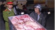 Hơn 2 tạ thịt lợn thối suýt được nhập vào nhà hàng, quán ăn