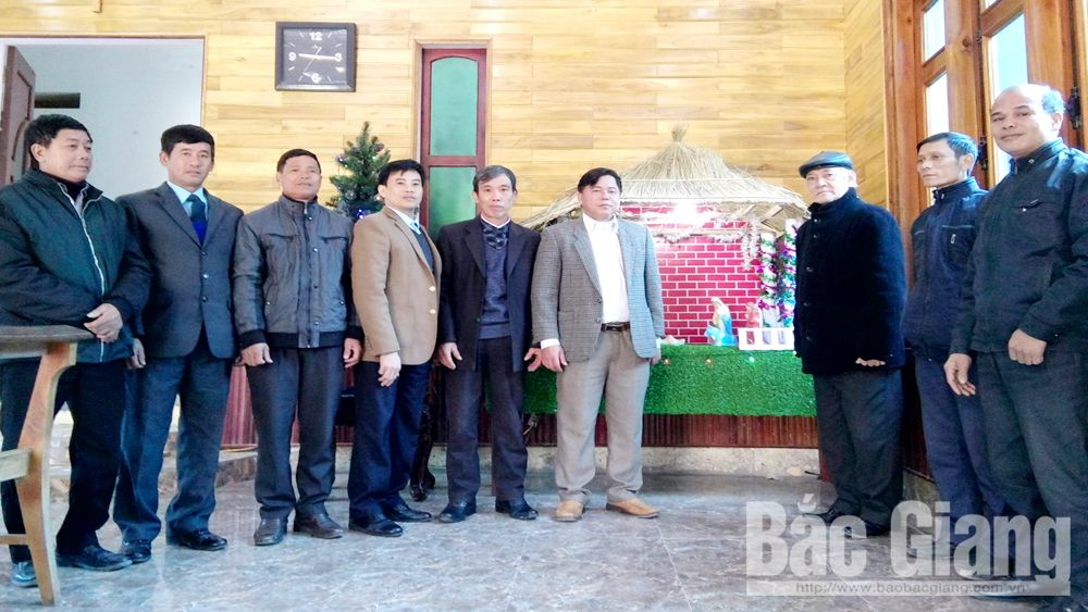 Bac Giang's Fatherland Front's leaders visit Catholics on Christmas occasion