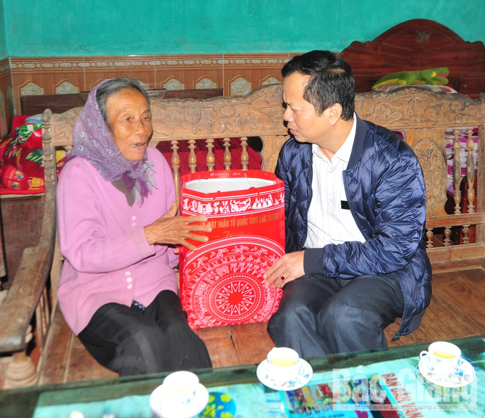 mẹ Việt Nam anh hùng, lục nam, yên thế, thăm, tặng quà