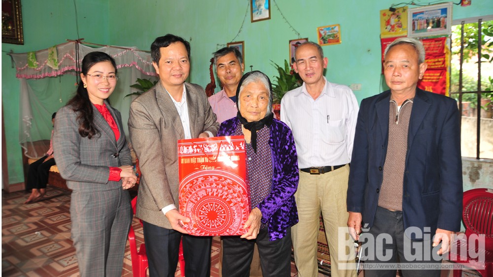 Thăm, tặng quà Mẹ Việt Nam anh hùng, anh hùng lực lượng vũ trang và thương binh, bệnh binh
