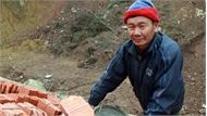 """Ông Nguyễn Văn Dựng: Bốn mùa """"ong thợ"""" giữa trời"""