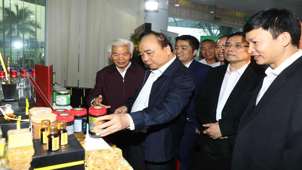 Thủ tướng dâng hương tại Khu di tích lịch sử quốc gia đặc biệt Lam Kinh và thăm một số công trình kinh tế, xã hội tại Thanh Hóa