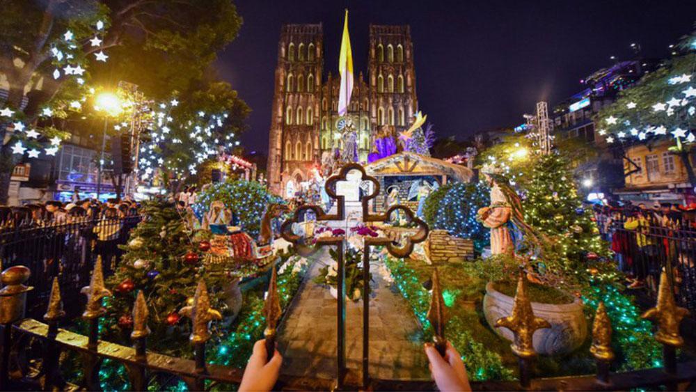 Hà Nội ngập tràn không khí Giáng sinh trước đêm Noel