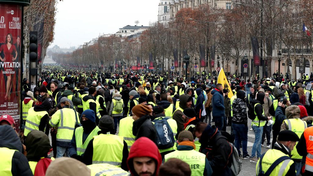 Tổng thống Pháp kêu gọi bảo đảm trật tự sau khi xảy ra vụ người biểu tình tấn công cảnh sát
