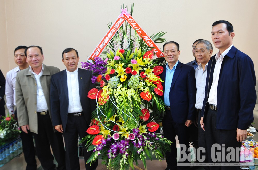 Bac Giang's leader, Christmas greetings, Bac Ninh Diocese, Bac Giang Parish, Christmas greetings, Catholic dignitaries, socio-economic achievements, Christian songs, Christmas Eve