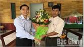 Lãnh đạo huyện Lạng Giang thăm, tặng quà giáo xứ nhân Lễ Giáng sinh