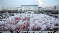 Hàng nghìn người Trung Quốc hất nước nóng tạo băng nhân ngày đông chí