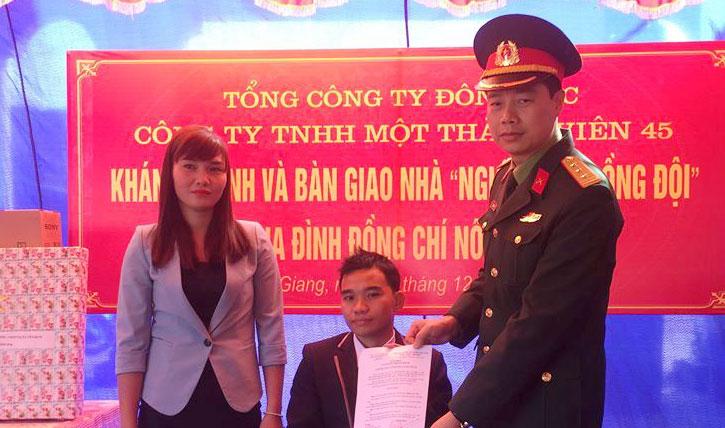 Công ty TNHH một thành viên 45 trao nhà nghĩa tình đồng đội