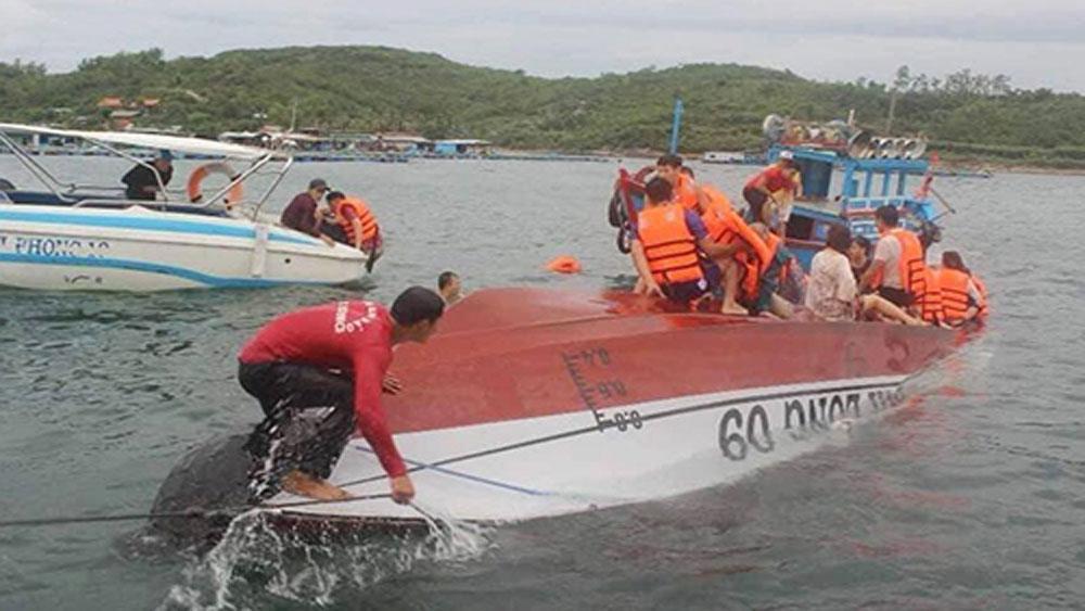 Cano chìm trên vịnh Nha Trang, hai người tử vong