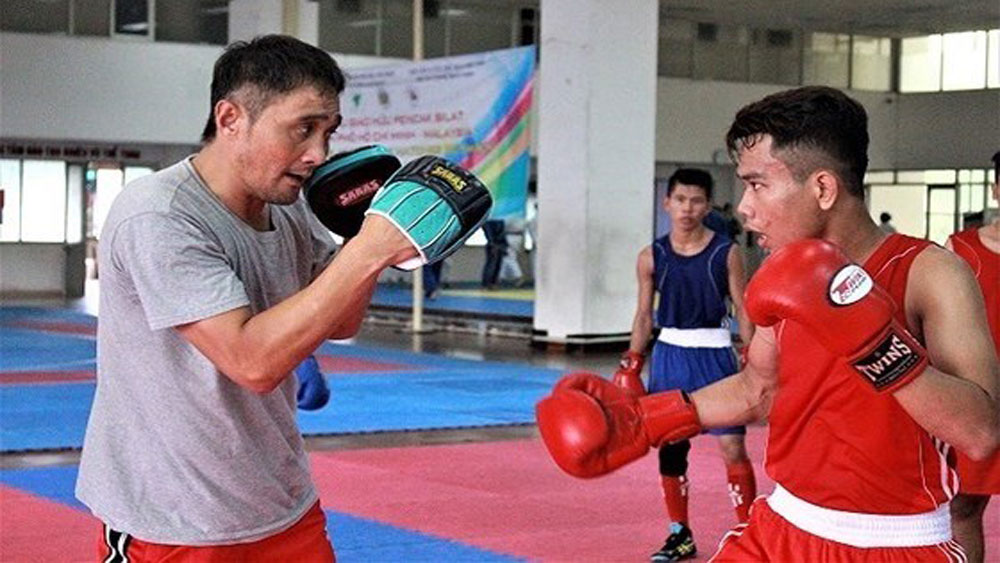 Former world boxing champion to arrive in Vietnam
