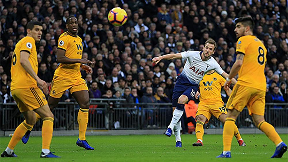 Tottenham thua ngược 1-3 trên sân nhà