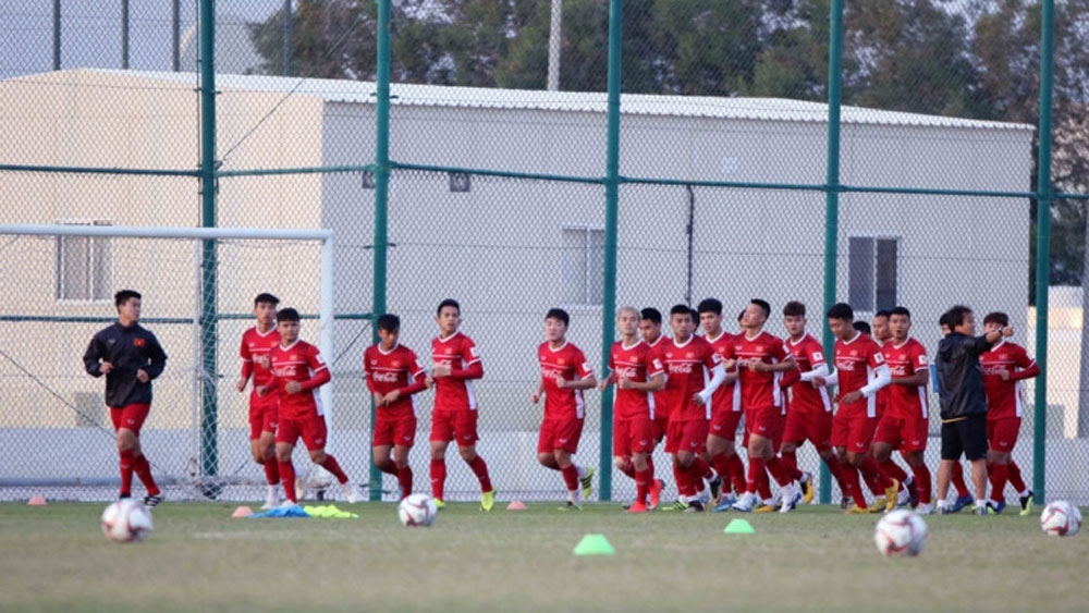 National team holds first training session in Qatar