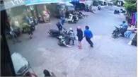 Tên cướp tăng ga bỏ chạy va phải xe máy của 2 cô gái và cái kết đắng