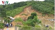 Trắng đêm cứu người bị sạt lở núi ở Khánh Hòa