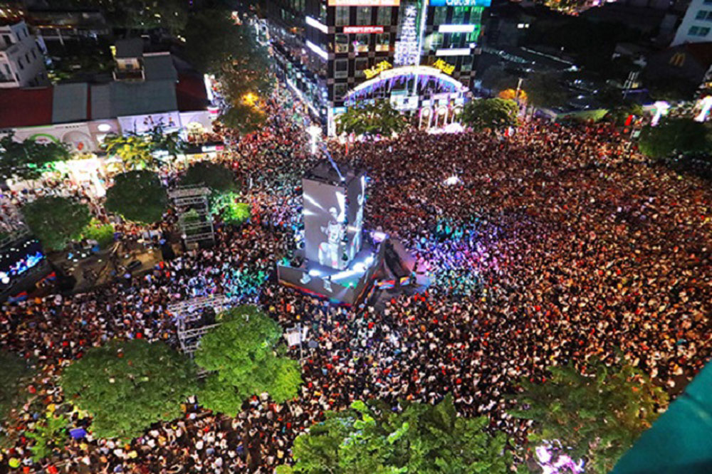 Vietnam's New Year, spectacles, teeming crowds, downtown cities, Hanoi, Saigon