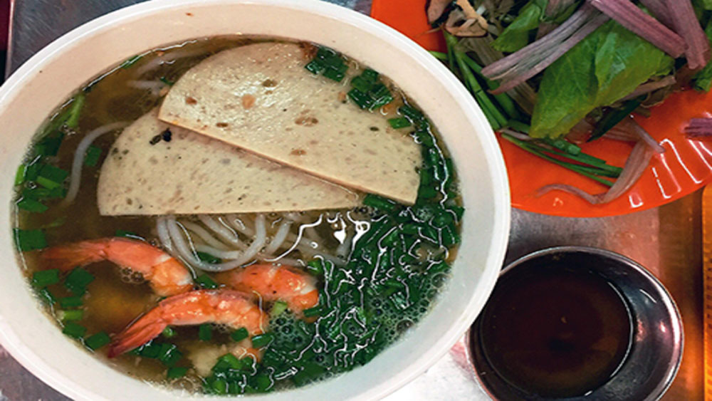 Eat authentic Vietnamese gumbo at Saigon market