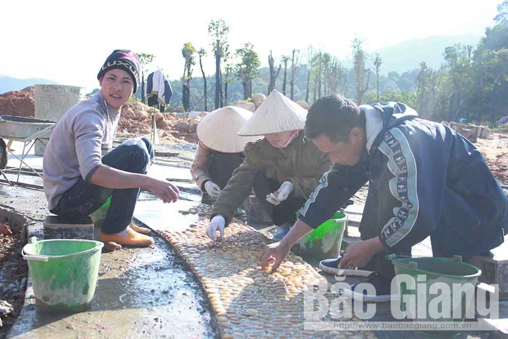 Những ngày cuối năm, người lao động tại công trường Tây Yên Tử đang tích cực thi công.