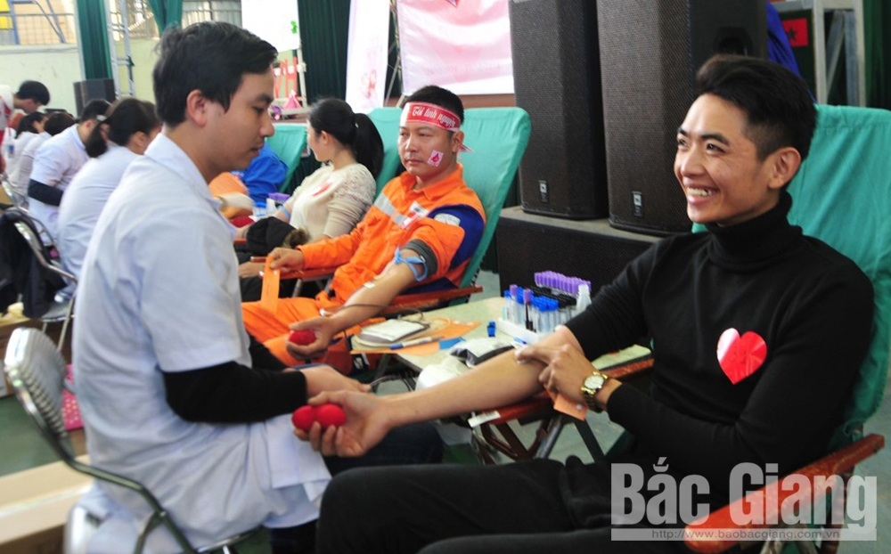 Red Spring Festival, Bac Giang province, gift of life, Lunar New Year, blood donation mobilization, Red Sunday, special significance, blood reserves