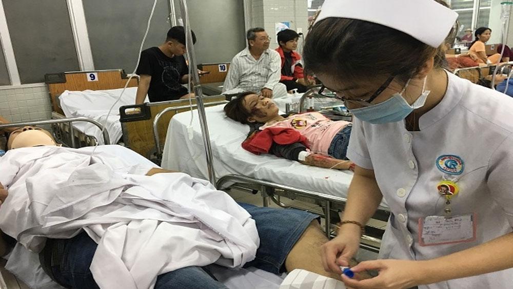 Tích cực cứu chữa các nạn nhân trong vụ tai nạn ở Long An