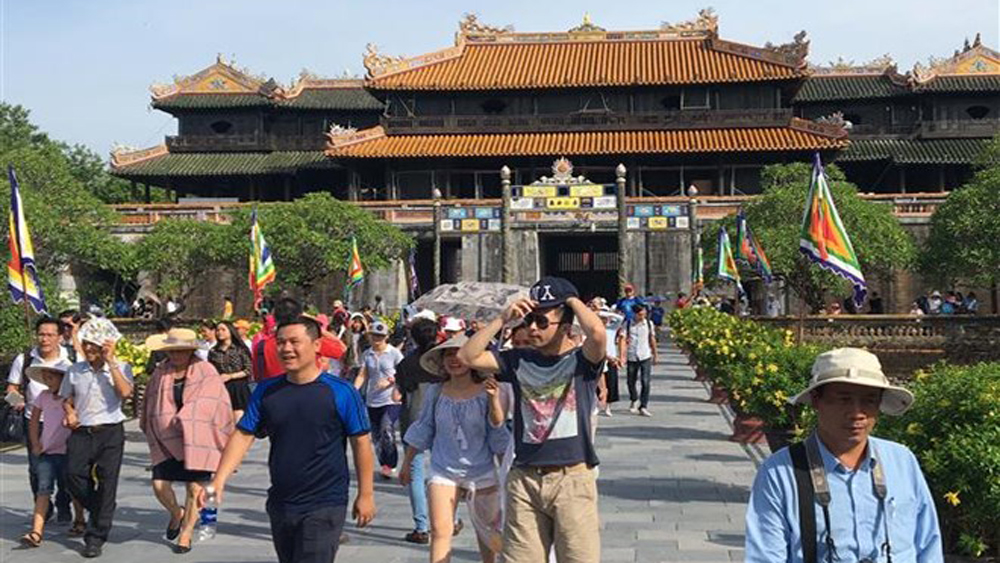 tourist destination, 2019 New Year holidays, tourist arrivals, foreign visitors, Hanoi, Thua Thien-Hue, Hue imperial, relic site, cultural heritage tourism, Sa Pa district