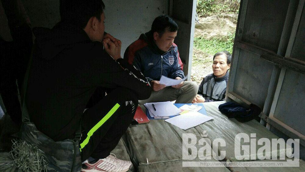 Lực lượng chức năng lập biên bản vụ việc.