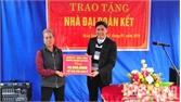 Trao nhà đại đoàn kết cho gia đình bà Nguyễn Thị Đùa