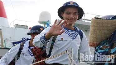 Quân cảng Cam Ranh: Trang trọng lễ thu nhận quân dịp cuối năm