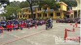 """Ngày hội """"An toàn giao thông cho nụ cười trẻ thơ"""" tại xã Tân Tiến"""