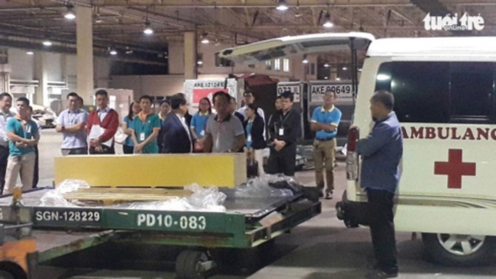 Máy bay chở thi thể ba du khách vụ đánh bom ở Ai Cập về đến TP Hồ Chí Minh