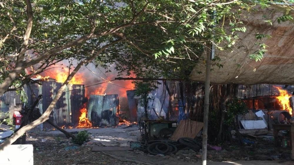 Hỏa hoạn thiêu rụi 8 căn nhà trong khu dân cư
