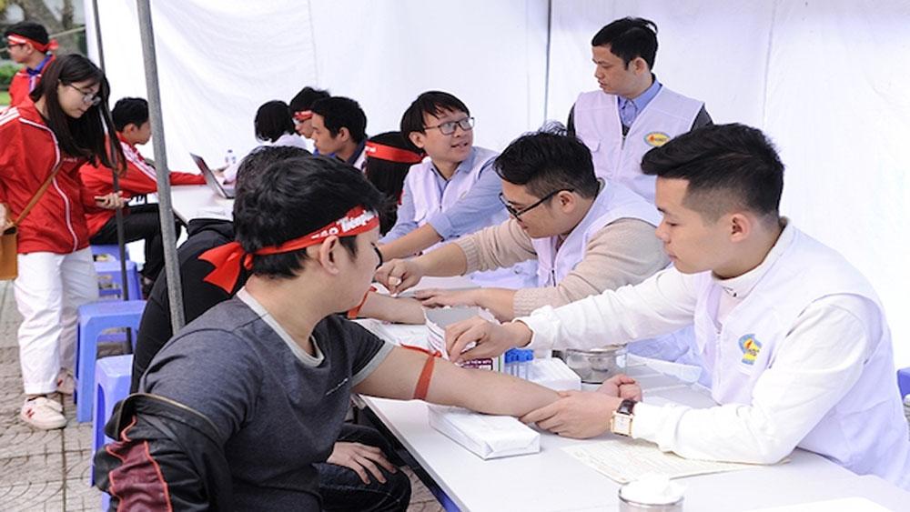 Hàng nghìn sinh viên, thanh niên hiến máu tại Hà Nội
