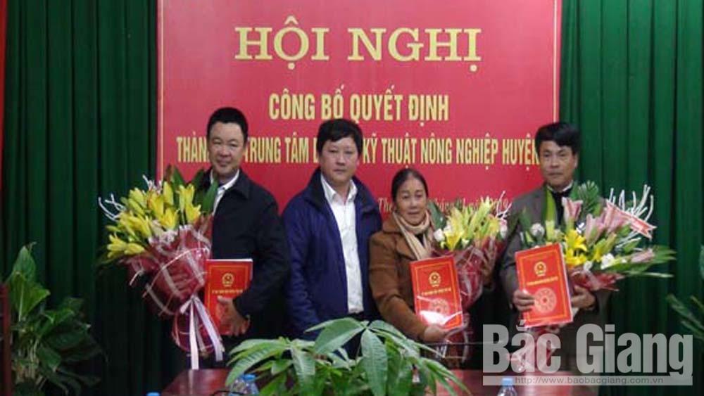 Công bố quyết định thành lập Trung tâm dịch vụ kỹ thuật nông nghiệp huyện Yên Thế
