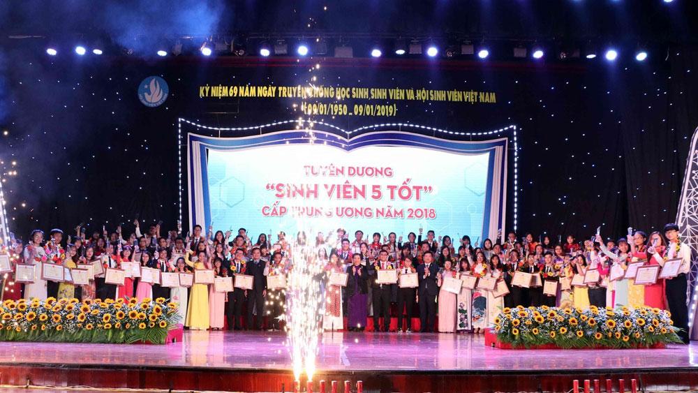 """Tuyên dương """"Sinh viên 5 tốt"""" cấp Trung ương và trao giải thưởng """"Sao Tháng Giêng"""" năm 2018"""