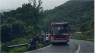 Xe khách chở hơn 20 sinh viên, giảng viên lao xuống vực ở đèo Hải Vân