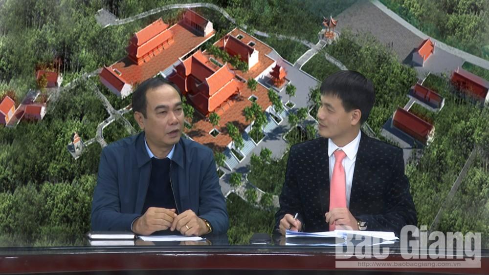 Ông Trần Minh Hà, Giám đốc Sở VH-TT&DL Bắc Giang trao đổi với phóng viên Báo Bắc Giang về công tác chuẩn bị Lễ hội Tây Yên Tử năm 2019. Ảnh Quang Ngọc
