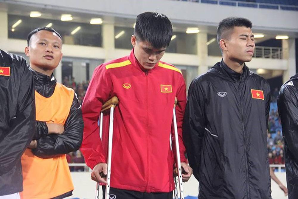 Trần Đình Trọng, Lục Xuân Hưng, Đặng Văn Tới, sang Hàn Quốc, chữa dứt điểm chấn thương